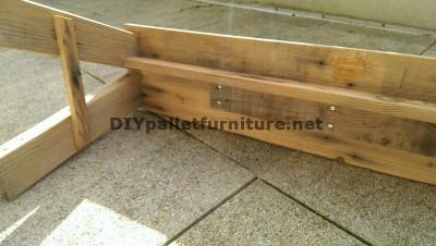 Panca semplice con tavole pallet per il vostro giardino 2