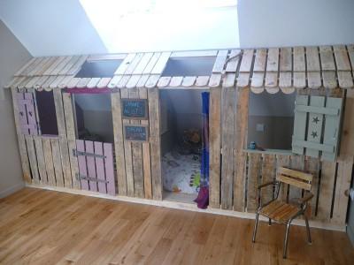 Piccola casa e camere da letto con pallet per i bambini 1