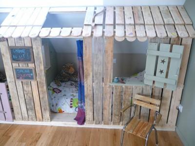 Piccola casa e camere da letto con pallet per i bambini 3