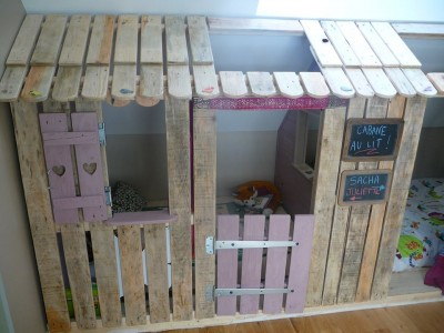 Piccola casa e camere da letto con pallet per i bambini 4