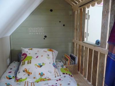 Piccola casa e camere da letto con pallet per i bambini 6