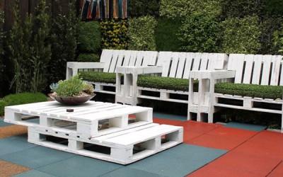 Tavolo e poltrone con pallet set per il giardino 2
