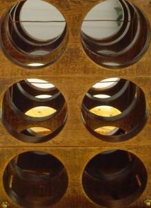 Tavolo realizzato con una bobina di filo per gli amanti del vino 6