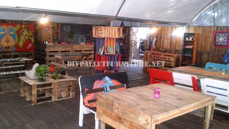 Arredamento Bar Con Pallet : Bar decorato con mobili di palletmobili ...