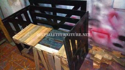 Divano costruito con una scatola di legno riciclato 4
