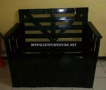 Divano costruito con una scatola di legno riciclato 5