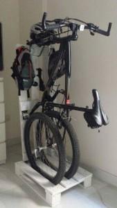 Non è un buon posto per parcheggiare la tua moto i pallet sono la soluzione! 2