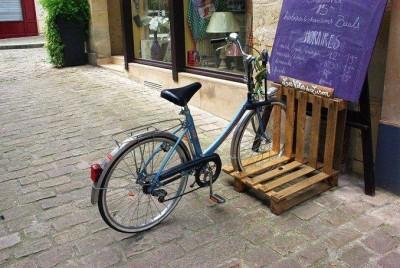 Non è un buon posto per parcheggiare la tua moto i pallet sono la soluzione! 3