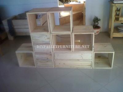 Scaffalatura modulare realizzato con pallet 1