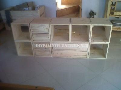 Scaffalatura modulare realizzato con pallet 3