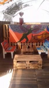 Bar decorato con mobili di pallet 4