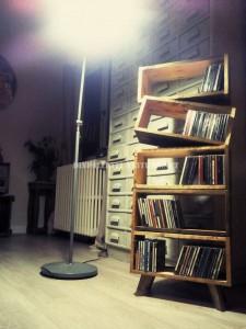 Libreria design fatto di assi di pallet 1