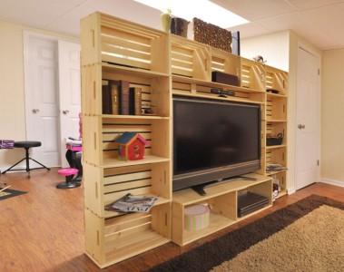 Mobile TV costruito con scatole di frutta 1