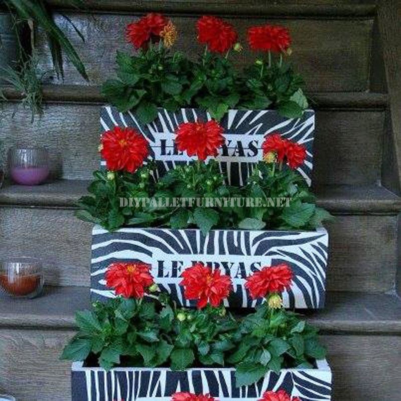 Piccoli fioriere decorative realizzate con tavole for Fioriere con bancali