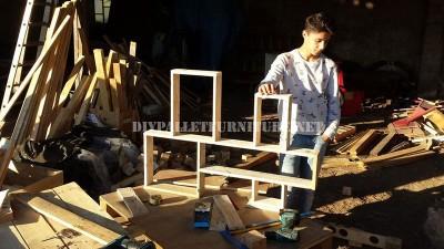 Scaffale design costruito con assi di pallet 4