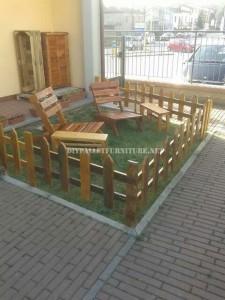Set di mobili da giardino per il giardino costruito utilizzando i pallet 1