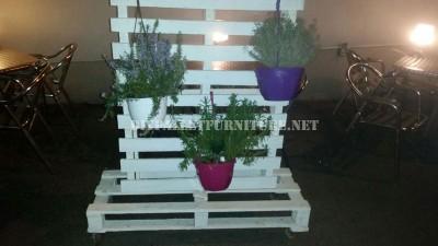 Supporto verticale per fioriere con pallet 1