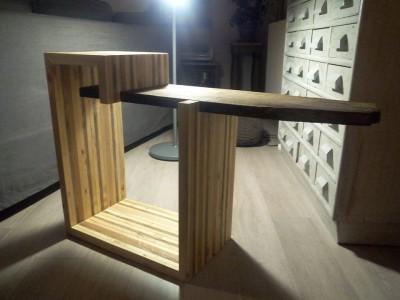 Tavolo design per la TV costruito con tavole pallet