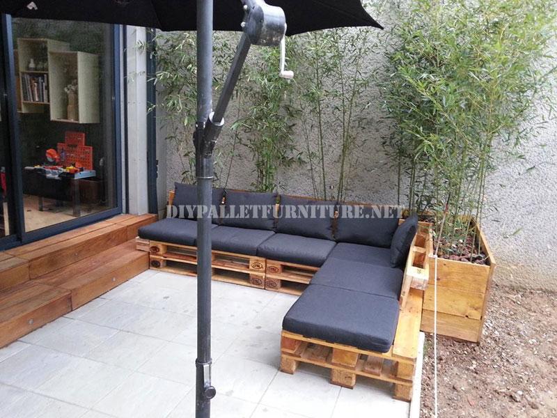 2 divani per esterni costruiti con pallet e lo stesso for Divani in pallet