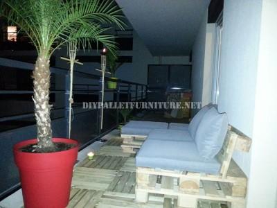2 divani per esterni costruiti con pallet e lo stesso sistema 4