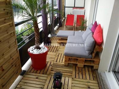 2 divani per esterni costruiti con pallet e lo stesso sistema 5