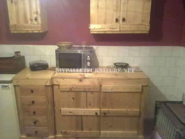 Cucina attrezzata con palletmobili con pallet mobili con - Mobili cucina con tendine ...