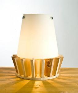 Piccola lampada da comodino con tavole pallet 2