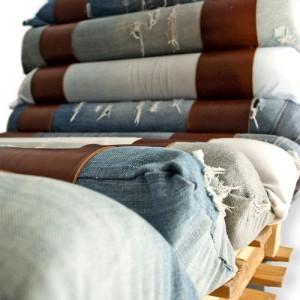 Poltroncina realizzata con palette e jeans riciclati 3