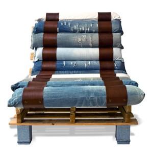 Poltroncina realizzata con palette e jeans riciclati 4