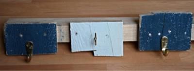 Semplice appendiabiti realizzato con tavole di pallet 2