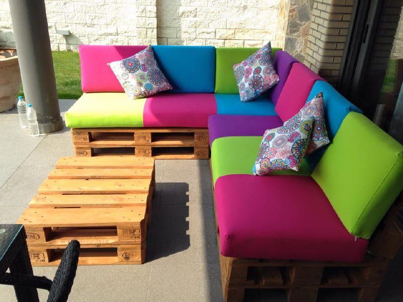 Divano colorato per il terrazzo 4mobili con pallet for Divano colorato