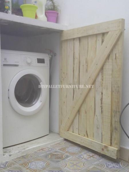 Porta per nascondere la lavatrice fatta con assi di pallet 2