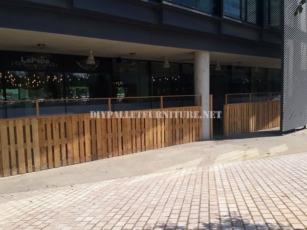 Recinzioni per una terrazza bar-ristorante a base di pallet 1