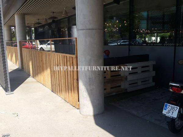 Recinzioni per una terrazza bar-ristorante a base di pallet 6