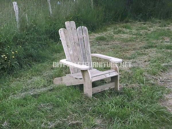 Sedia di Adirondack costruito con assi di pallet 1