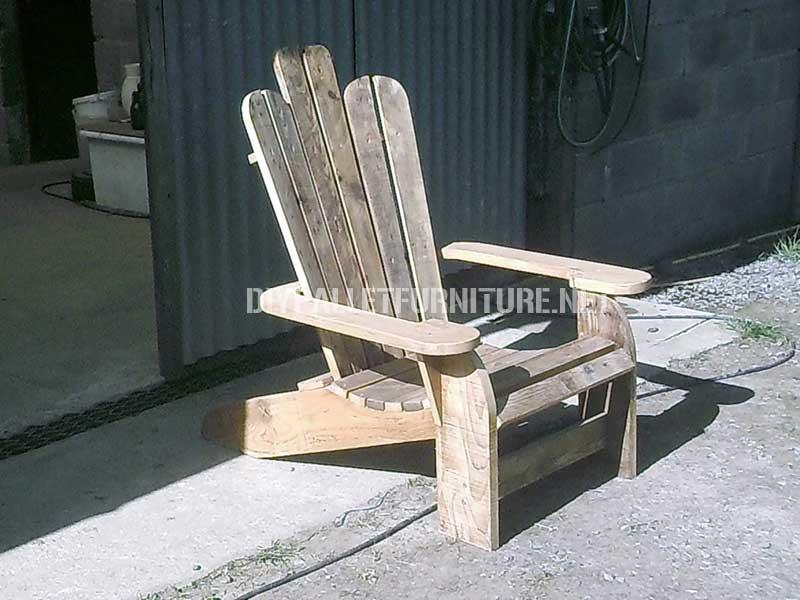 Sedia di Adirondack costruito con assi di palletMobili con Pallet ...
