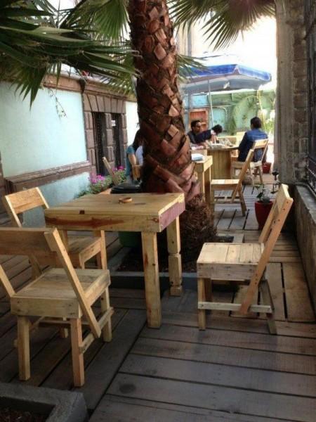 Bar in Casa Fusión, Messico, completamente arredato con pallet 3