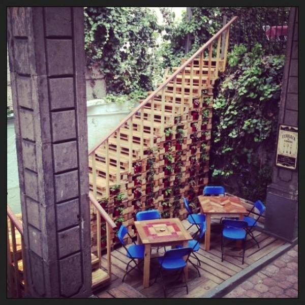 Bar in Casa Fusión, Messico, completamente arredato con pallet 4