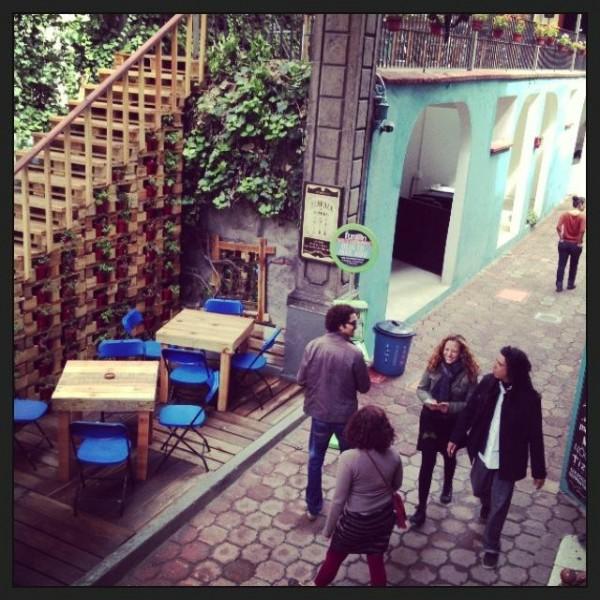 Bar in Casa Fusión, Messico, completamente arredato con pallet 5