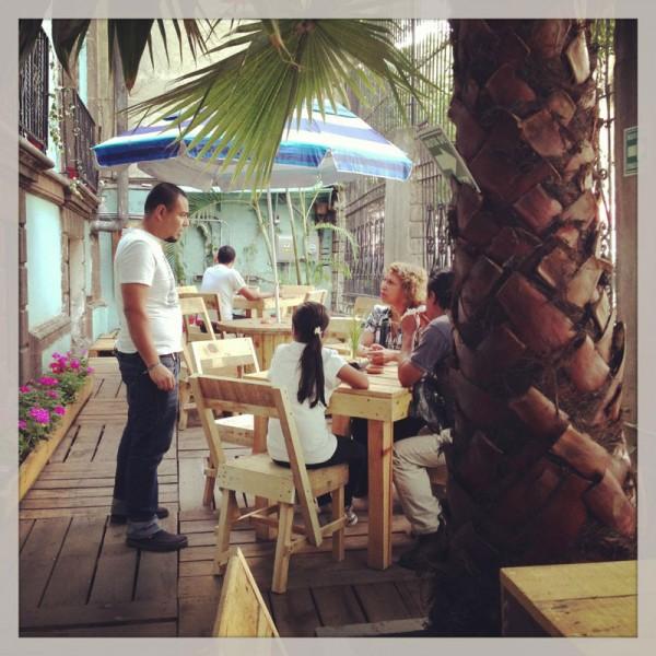 Bar in Casa Fusión, Messico, completamente arredato con pallet 6