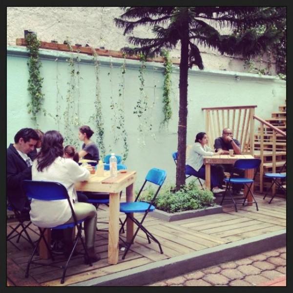 Bar in Casa Fusión, Messico, completamente arredato con pallet 7