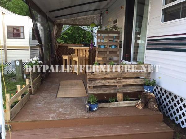 Come decorare la terrazza della vostra casa mobile con pallet 4