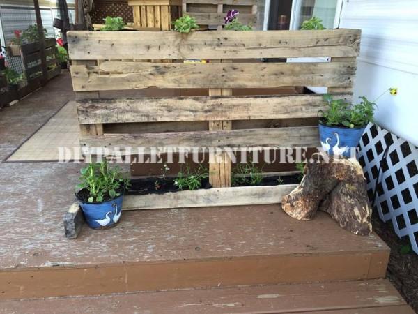 Come decorare la terrazza della vostra casa mobile con pallet 5