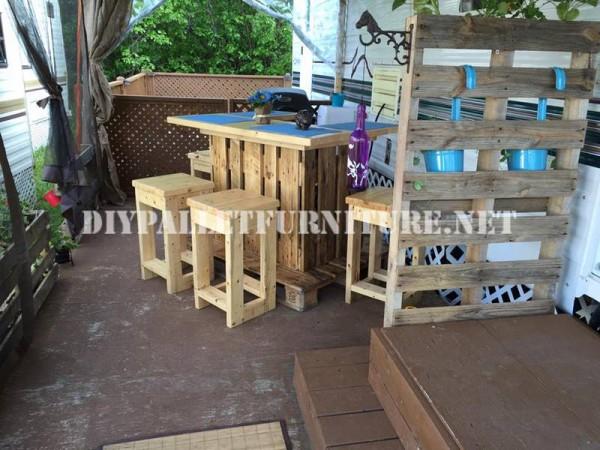 Come decorare la terrazza della vostra casa mobile con pallet 9