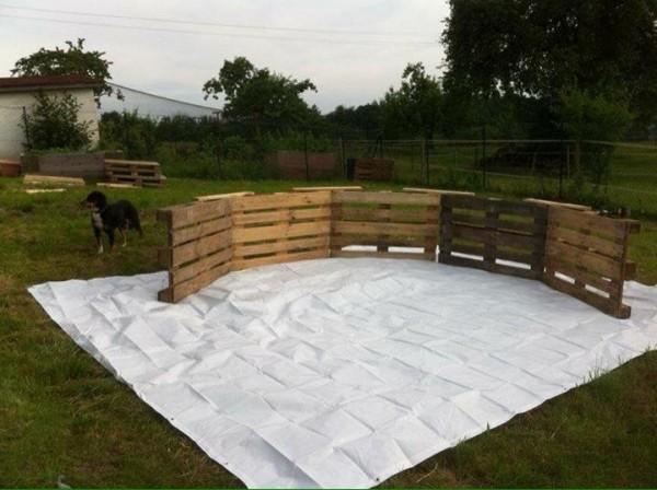 Enorme piscina costruita con pallet passo dopo passo 2