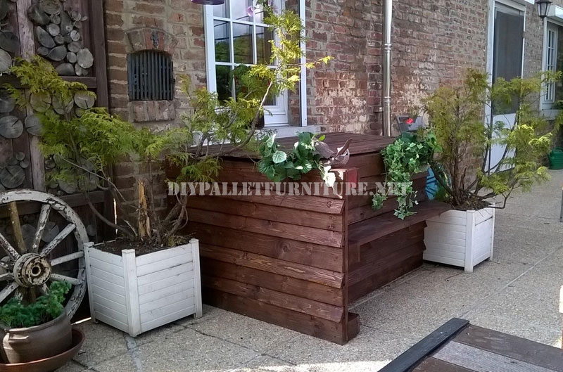 Mobili da giardino set costruiti con pallet e un mazzo di for Costruire un mazzo di portico