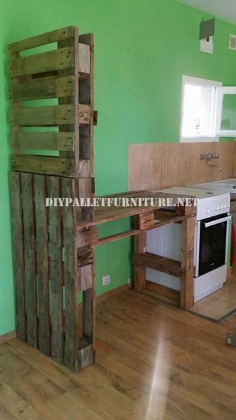 Mobili per la cucina e separatore fatta di pallet 1