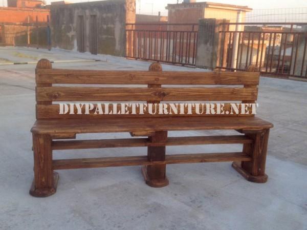 Panca e tavolo realizzati con pallet per il cantiere 2
