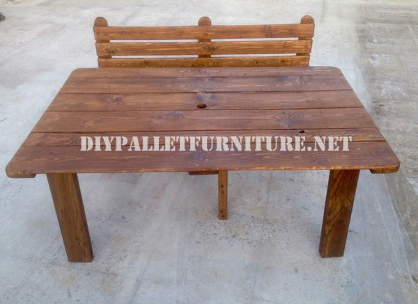 Panca e tavolo realizzati con pallet per il cantiere 5