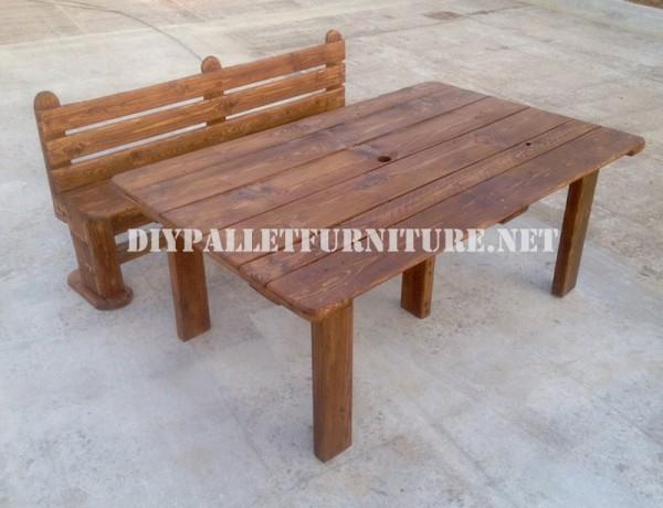 Panca e tavolo realizzati con pallet per il cantiere 6